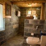 cottage1-bathroom-manali